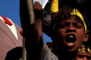 Bhophali---Boy-Protesting