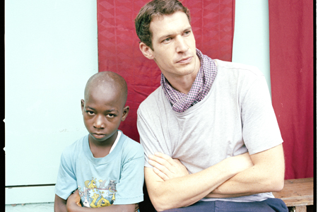 Tim Hetherington (right) in Liberia