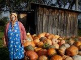 Babushkas of Chernobyl (Photo: Yuli Weeks)