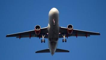 Airplane / Aeroplane. Free stock image via stock.xchng