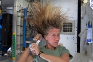 Sci2_Wash Hair in Space