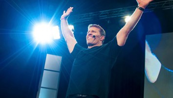 Tony-Robbins -I am-Not-Your-Guru-