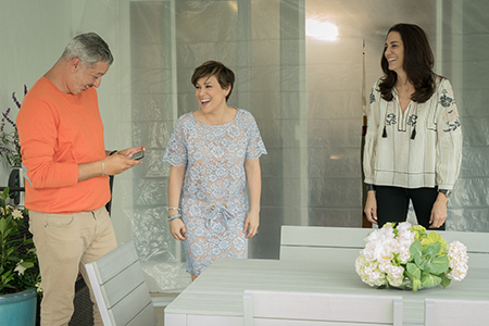 L to R- Alyssa Milano, her friend Alaa and Lynda, the designer