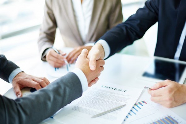 handshake-close-up-of-executives_1098-1384