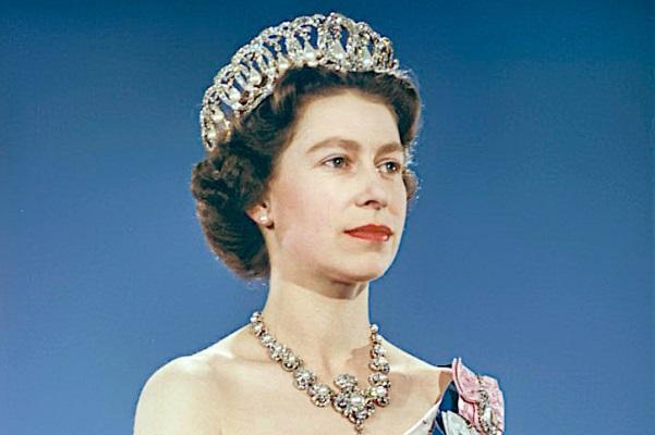 Queen_Elizabeth_II_1959