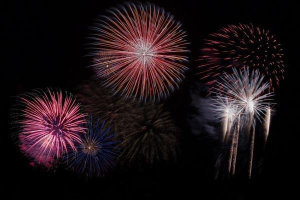 fireworks-879461_960_720