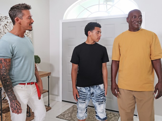 h1 David Bromstad gives winners a tour of the home
