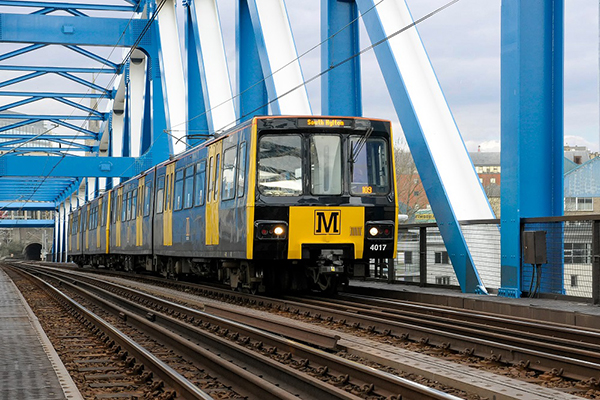 Metro on QE2 Bridge amended resized
