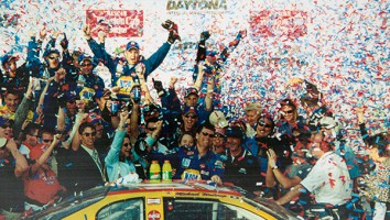 Michael Waltrip and team in Daytona_500 Victory Circle