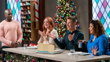 Host_Eddie_Jackson_with_Judges_Ree_Drummond_Dan_Langan_and_Aarti_Sequeira_on_Christmas_Cookie_Challenge