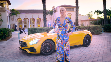 Car Crews with Supercar Blondie