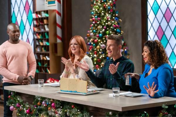 Host_Eddie_Jackson_with_Judges_Ree_Drummond_Dan_Langan_and_Aarti_Sequeira_on_Christmas_Cookie_Challenge