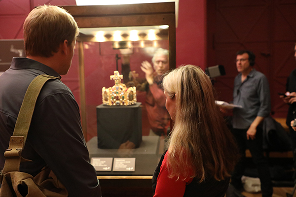 Susanne Waldeck shows our host Justin Jampol the Imperial Regalia.