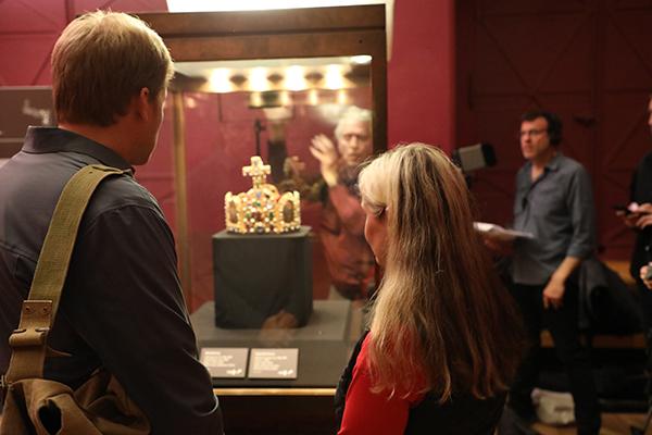 Susanne Waldeck shows our host Justin Jampol the Imperial Regalia.