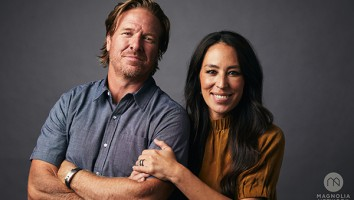 Hosts Chip Gaines & Joanna Gaines, as seen on Fixer Upper Rewatch, Season 1.