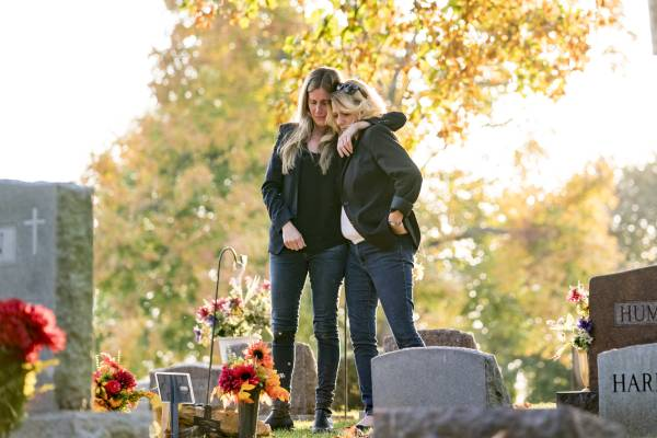 Christina Fontana visits grave (1)