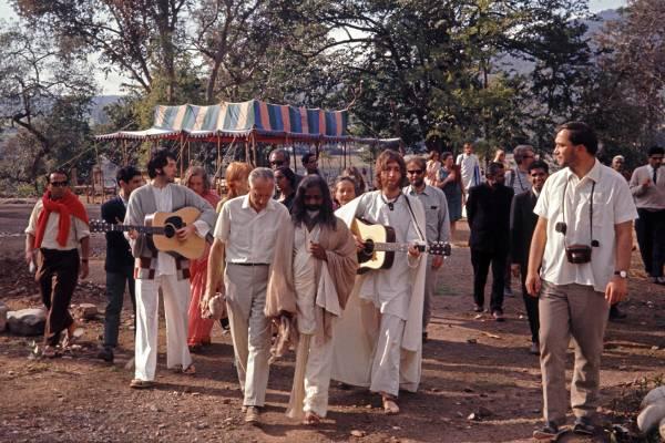 Maharishi & The Beatles - CREDIT - Colin Harrison - Avico. (1)